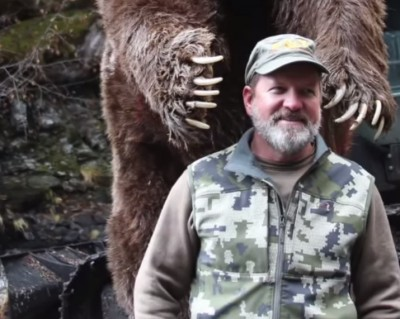 Kodiak Bear Charges Bowhunter after Arrow Hits